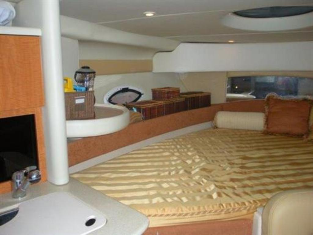 2002 Maxum boat for sale, model of the boat is SCR310 & Image # 2 of 8
