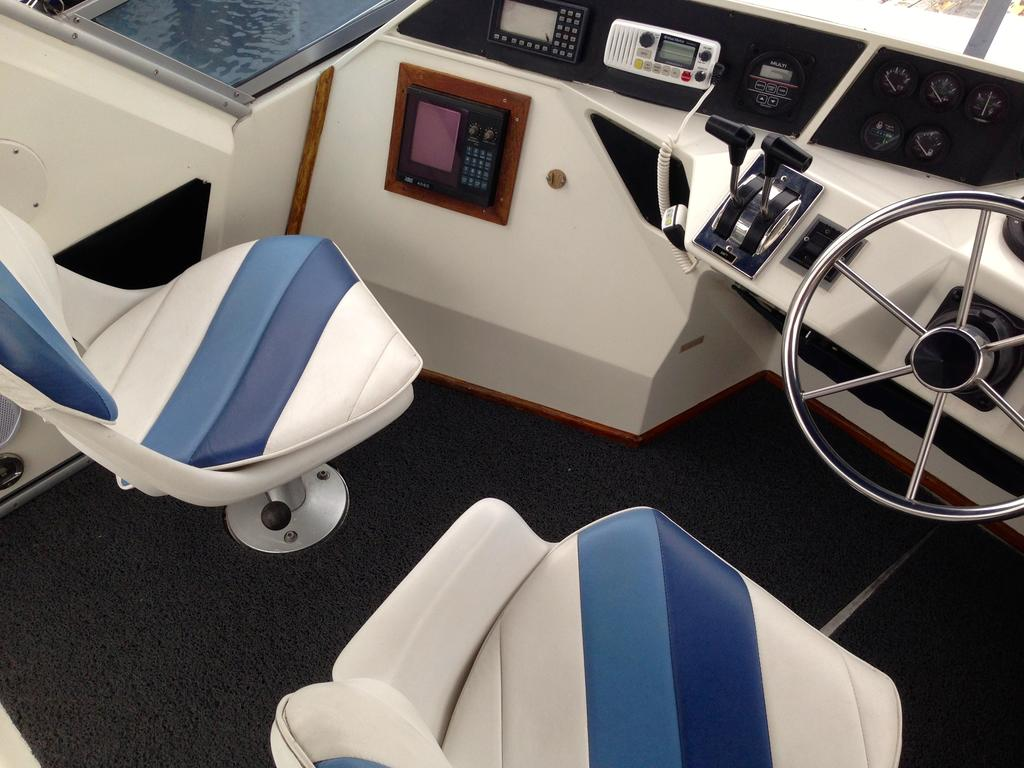 1989 Sea Ray boat for sale, model of the boat is 340 / 345 Sedan Bridge & Image # 32 of 52