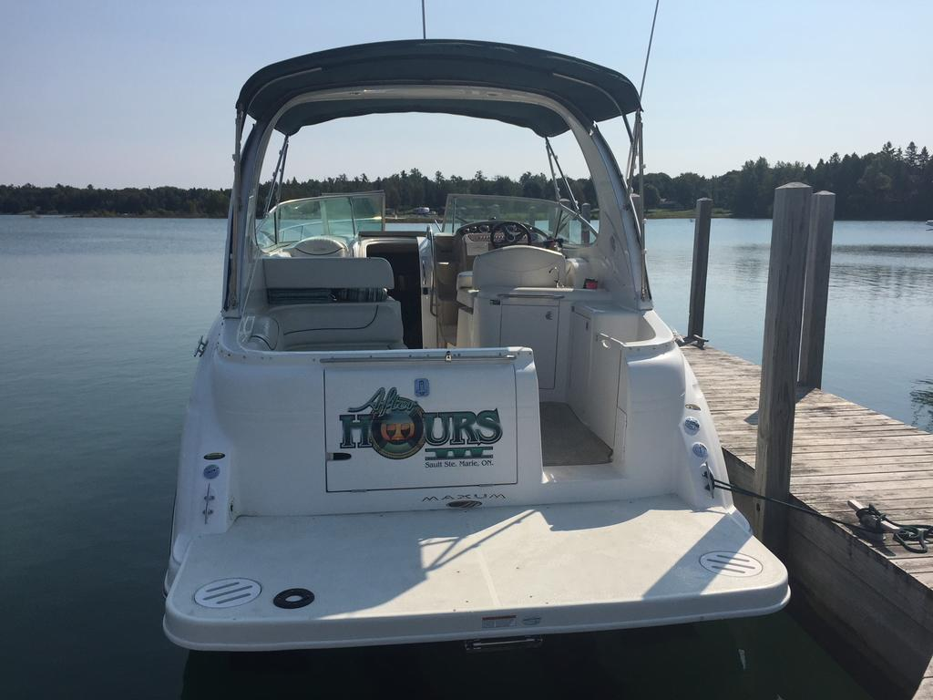2002 Maxum boat for sale, model of the boat is SCR310 & Image # 3 of 8