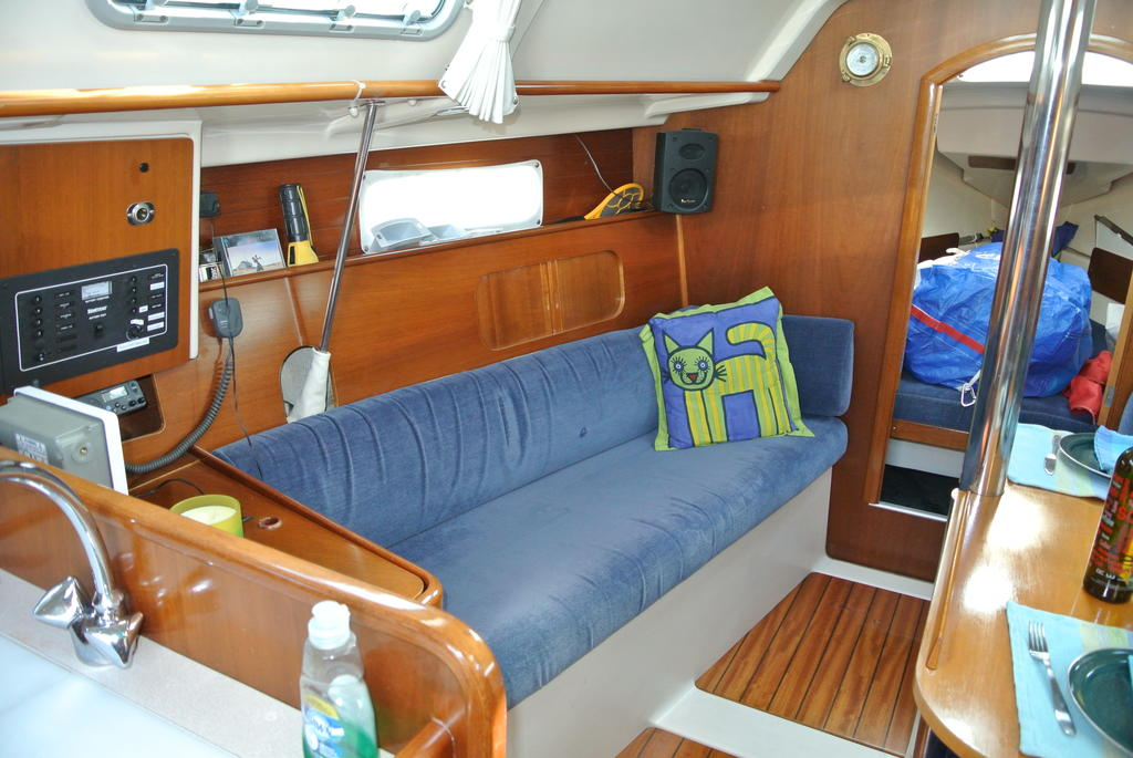 1998 Beneteau boat for sale, model of the boat is Oceanis 321 & Image # 15 of 18