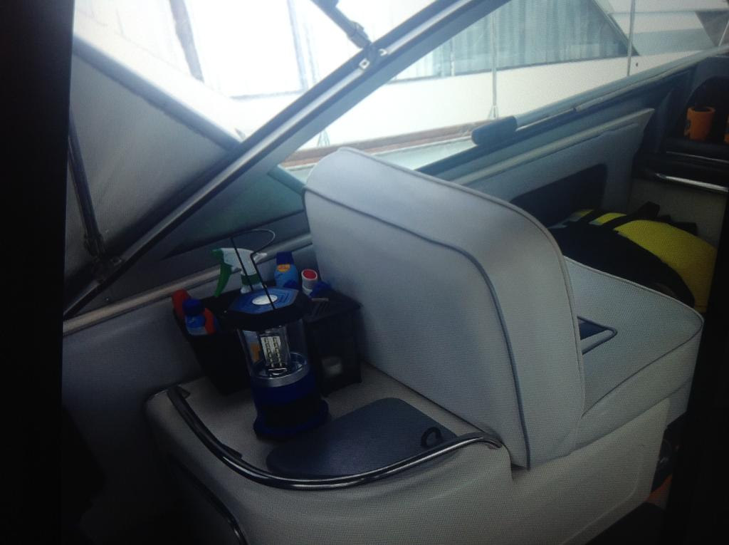 1991 Cruisers Yachts boat for sale, model of the boat is 310/330 Weekender  & Image # 4 of 15