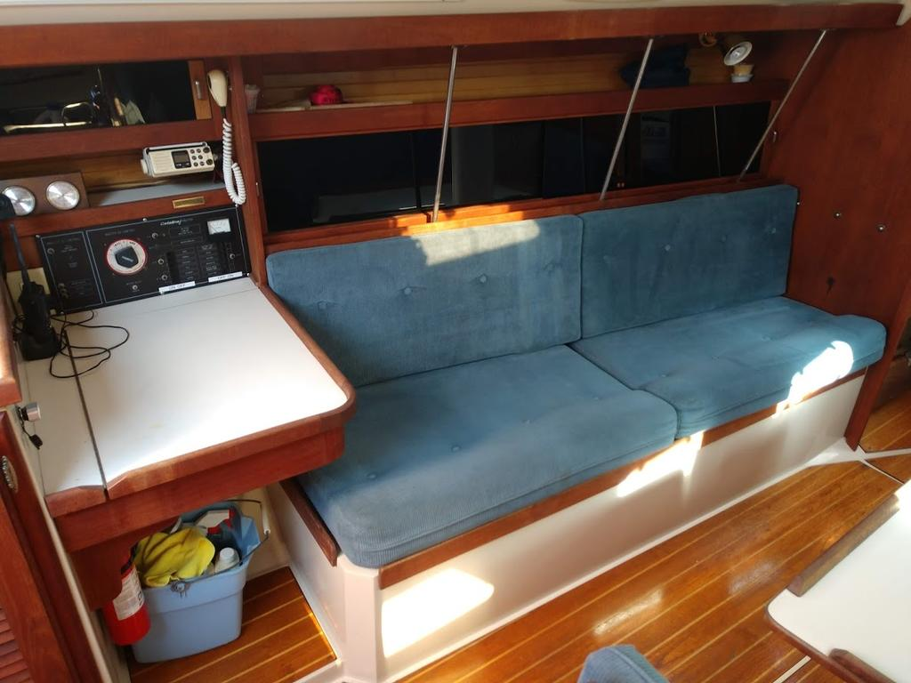 1987 Catalina Yachts Cruiser Series boat for sale, model of the boat is C-34 & Image # 6 of 11