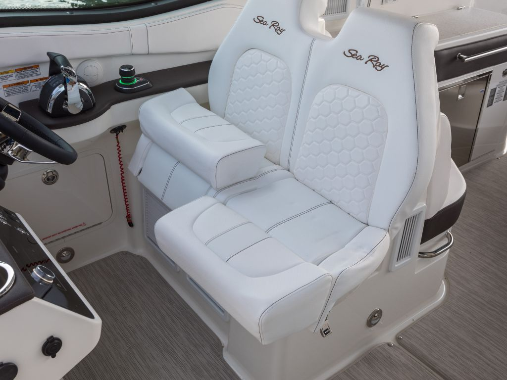 2022 Sea Ray boat for sale, model of the boat is 370DAO & Image # 1 of 8