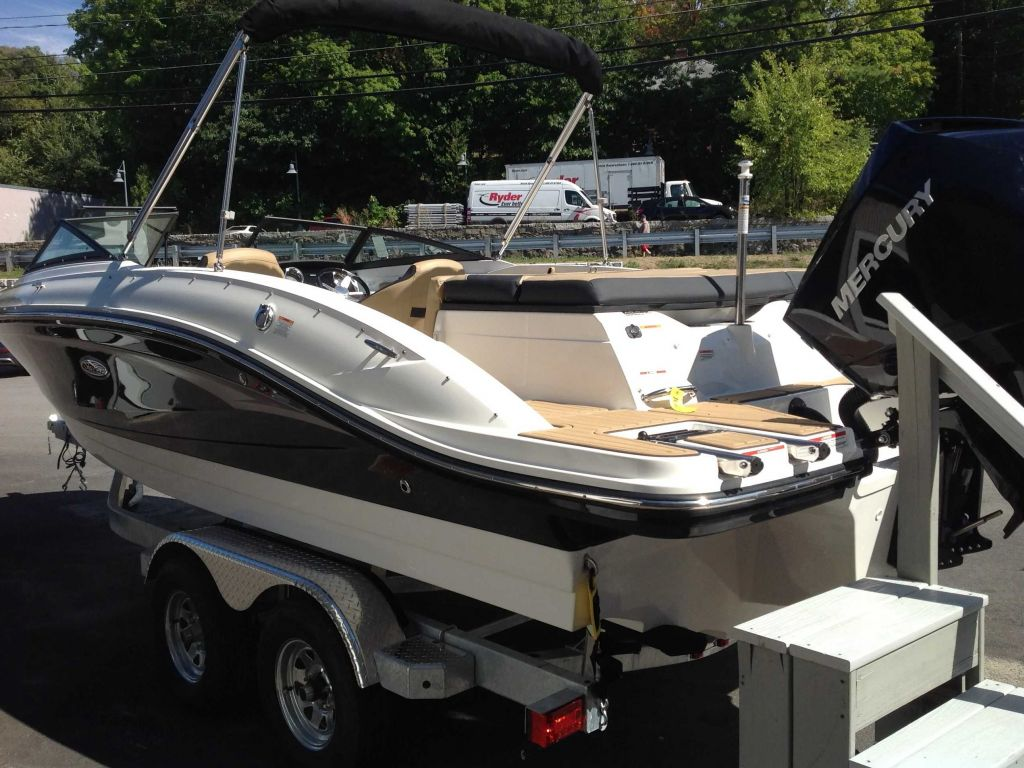 2021 Sea Ray boat for sale, model of the boat is 210 SPXO & Image # 2 of 13