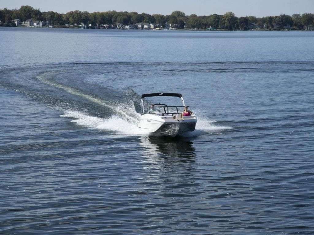 2022 Starcraft boat for sale, model of the boat is SVX 210 OB & Image # 2 of 7