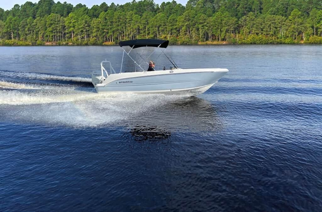 2022 Stingray boat for sale, model of the boat is 172SC & Image # 1 of 6