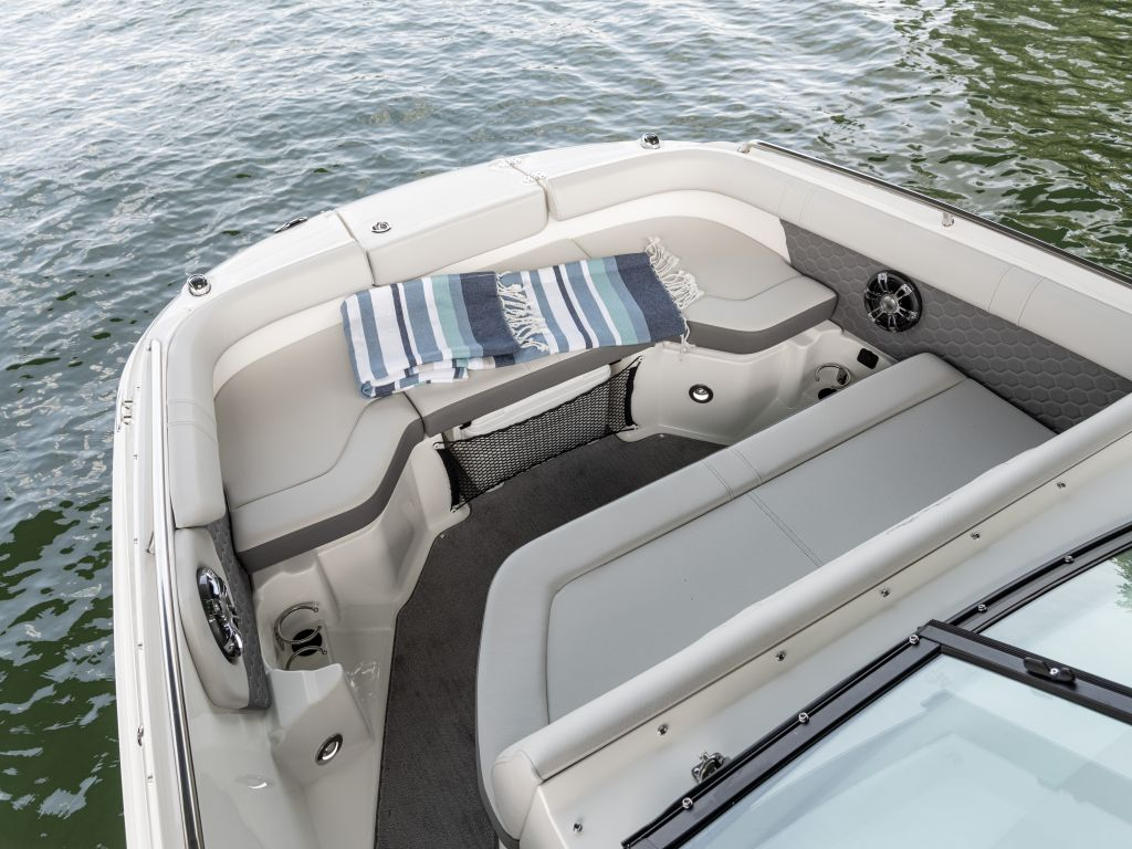 2022 Sea Ray boat for sale, model of the boat is 250sdx & Image # 2 of 6