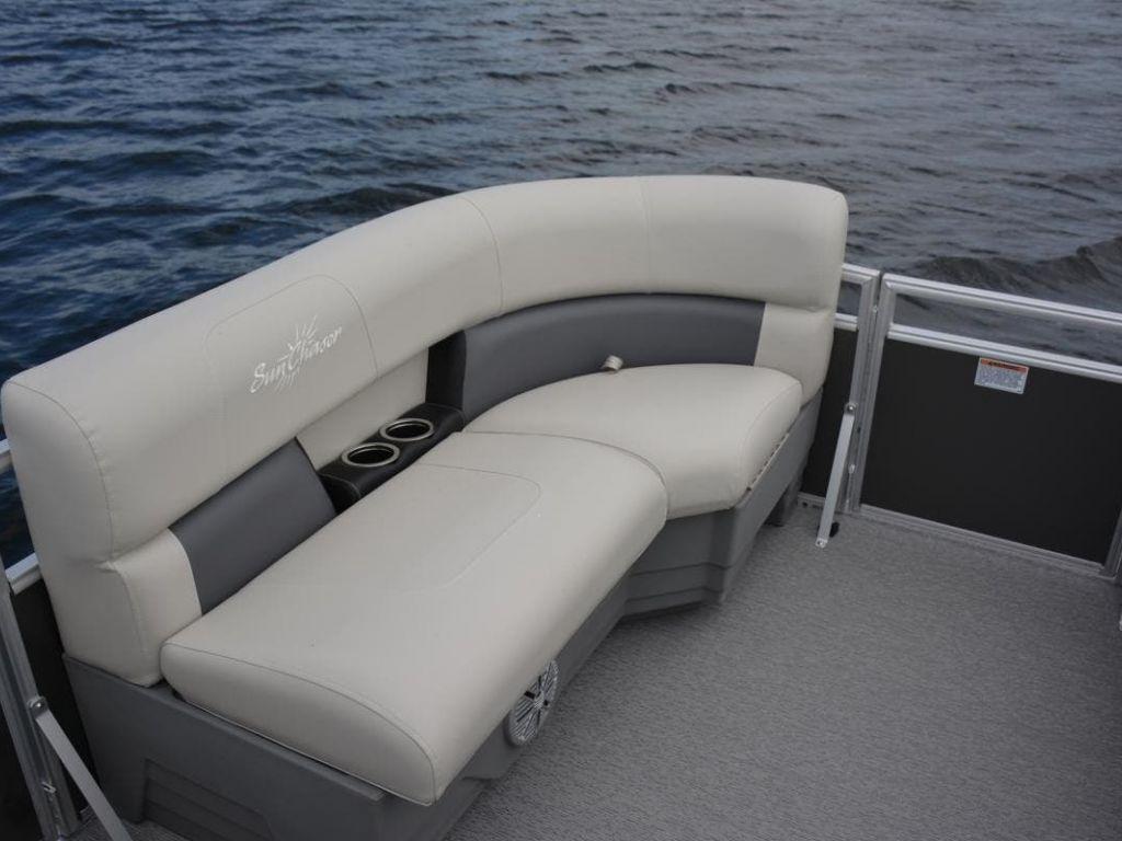 2022 SunChaser boat for sale, model of the boat is VISTA 20LR & Image # 2 of 9