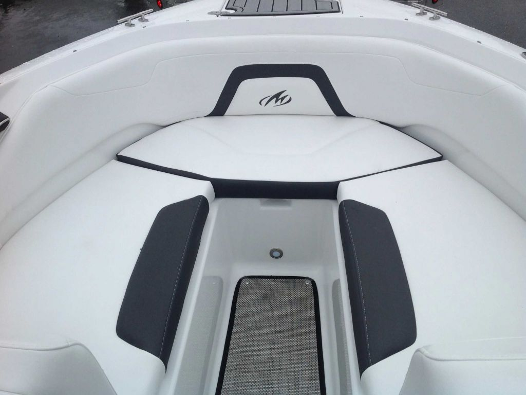 2022 Monterey boat for sale, model of the boat is 224FS & Image # 2 of 10