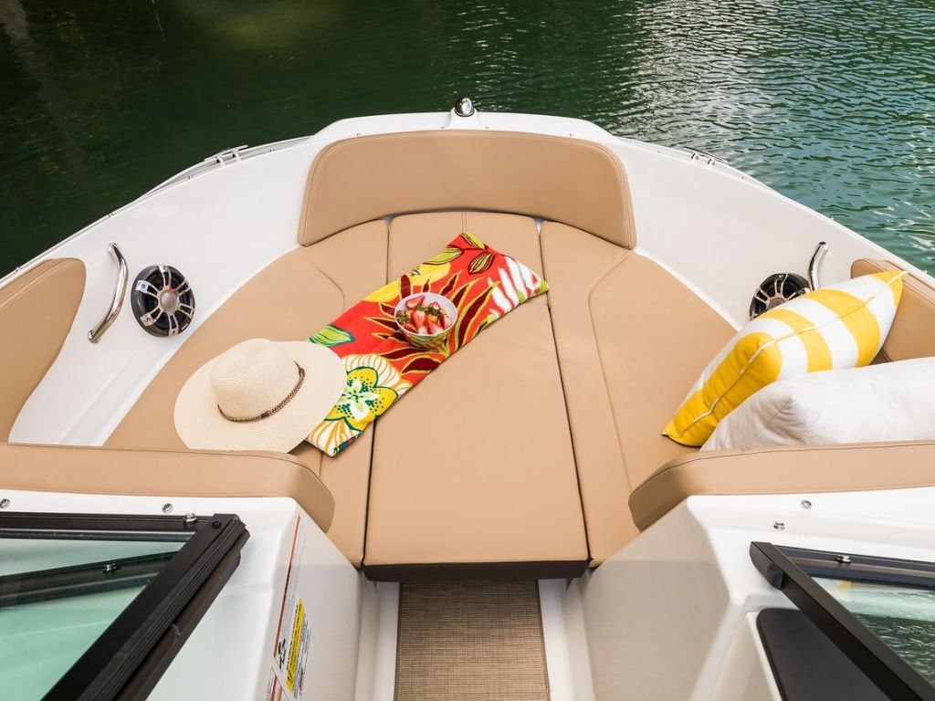 2019 Sea Ray boat for sale, model of the boat is SPX 210 OB & Image # 9 of 16