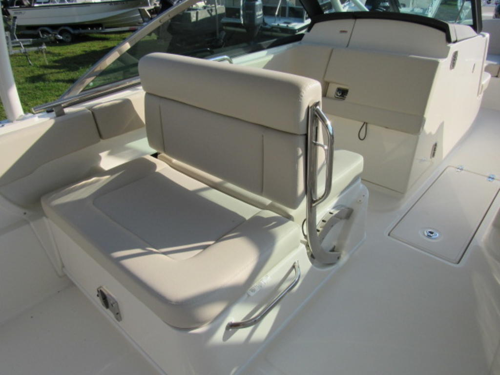 2019 Boston Whaler boat for sale, model of the boat is 270 Vantage & Image # 10 of 22