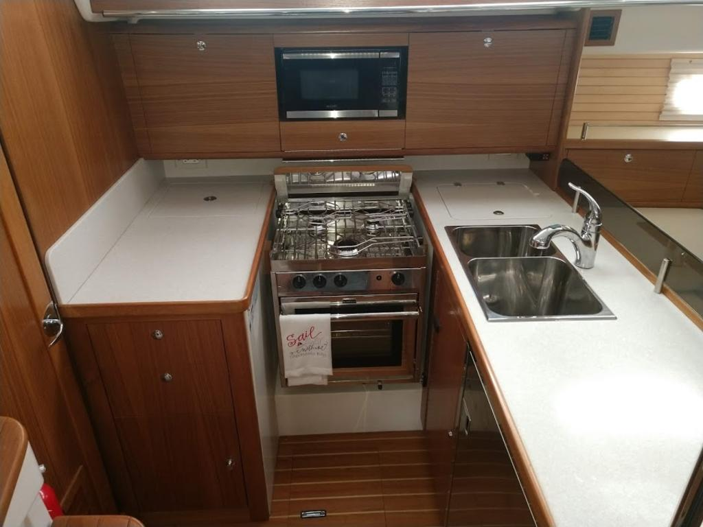 2017 Catalina Yachts Cruiser Series boat for sale, model of the boat is 425 & Image # 4 of 11