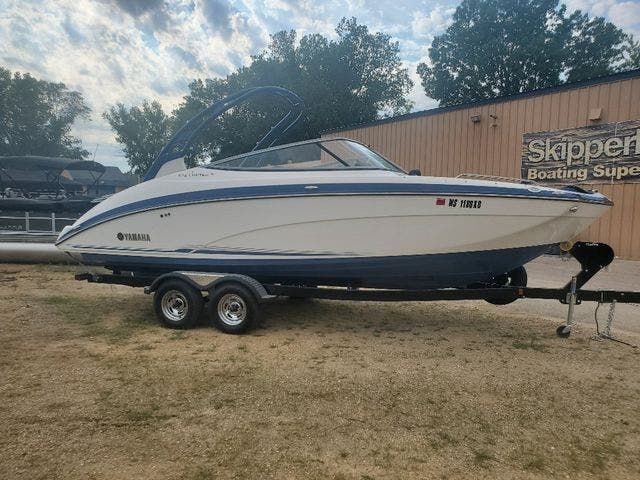 2018 Yamaha boat for sale, model of the boat is 242 LTD S & Image # 1 of 19