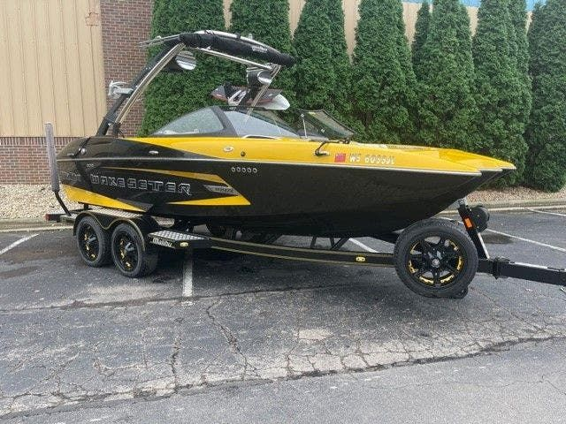 2014 Malibu boat for sale, model of the boat is 20 MXZ & Image # 1 of 20