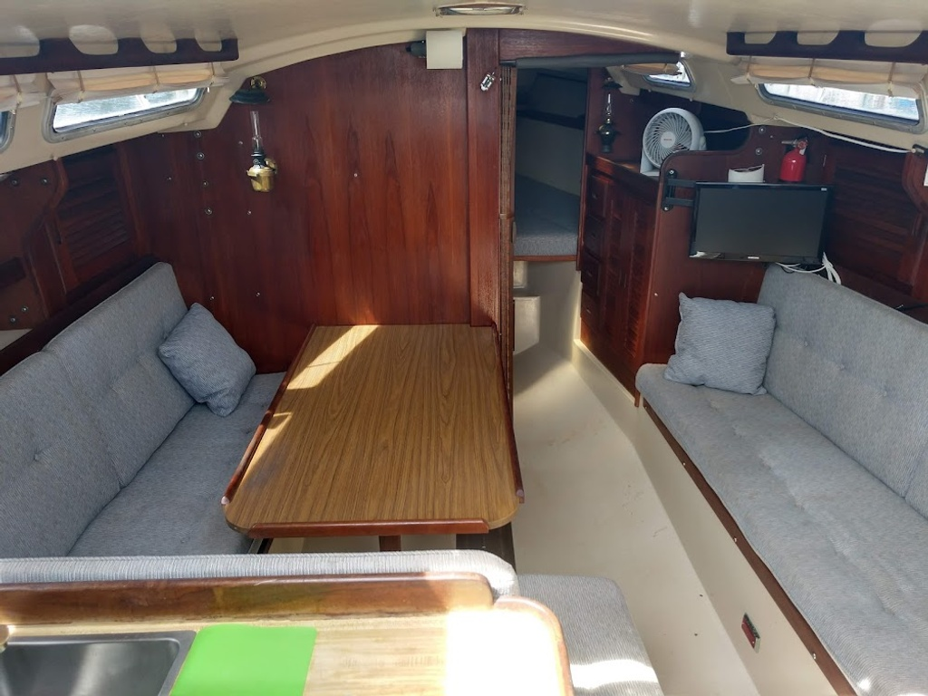 1984 Catalina Yachts Cruiser Series boat for sale, model of the boat is C-30 & Image # 6 of 11