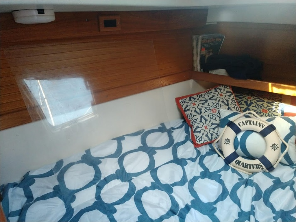 2000 Catalina Yachts boat for sale, model of the boat is 320 & Image # 7 of 12