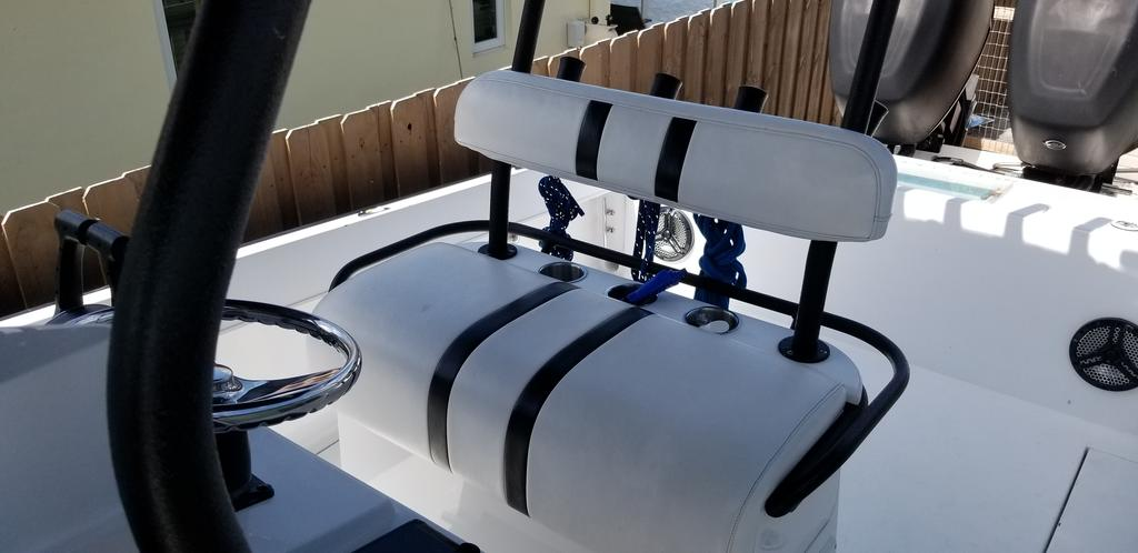 1997 Island Runner boat for sale, model of the boat is 31 CC & Image # 12 of 17