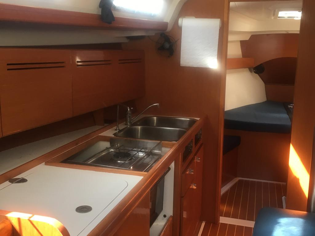 2005 Beneteau boat for sale, model of the boat is Cyclades 43.3 & Image # 4 of 21