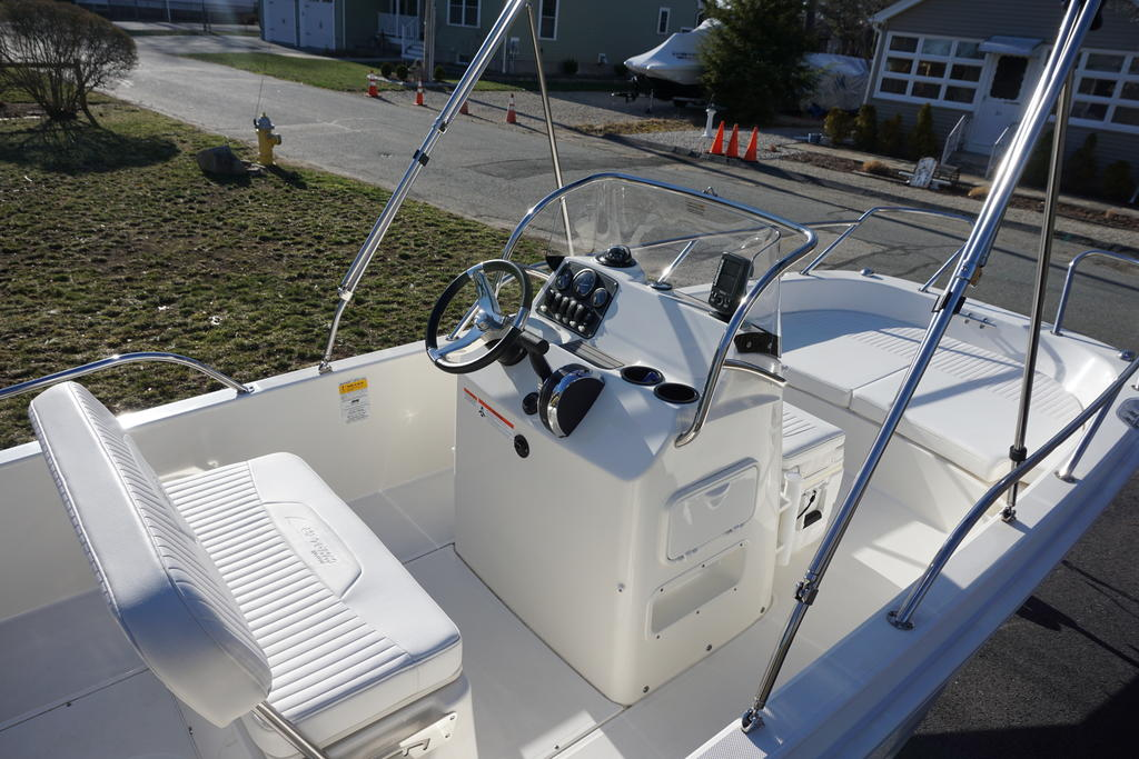 2014 Boston Whaler boat for sale, model of the boat is 170 Dauntless & Image # 4 of 7