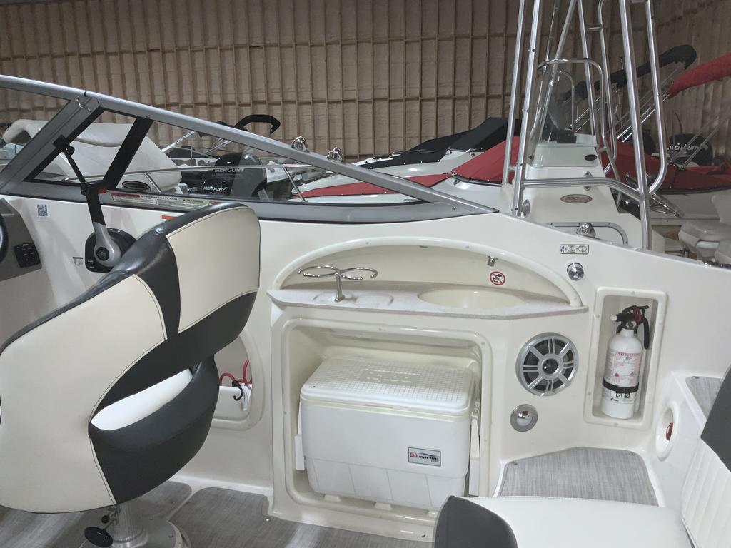 2017 Stingray boat for sale, model of the boat is 215 LR & Image # 5 of 13