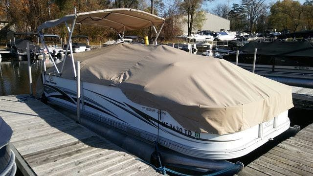 2008 Crest boat for sale, model of the boat is 22-IIIXRS & Image # 1 of 15