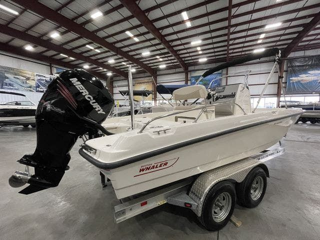 2017 Boston Whaler boat for sale, model of the boat is 210 DAUNTLESS & Image # 2 of 14