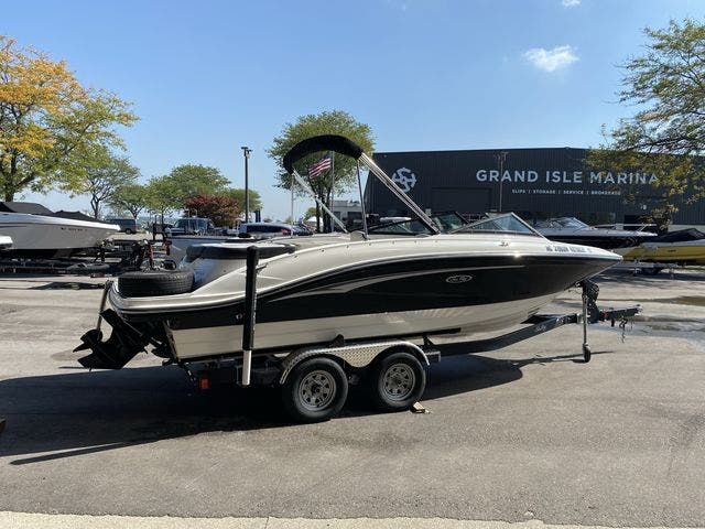 2021 Sea Ray boat for sale, model of the boat is 210SPX & Image # 2 of 13