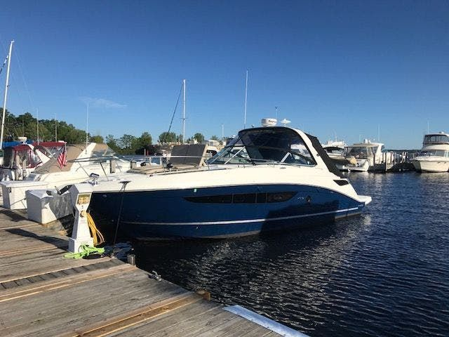 2015 Sea Ray boat for sale, model of the boat is 350 SUNDANCER & Image # 1 of 58