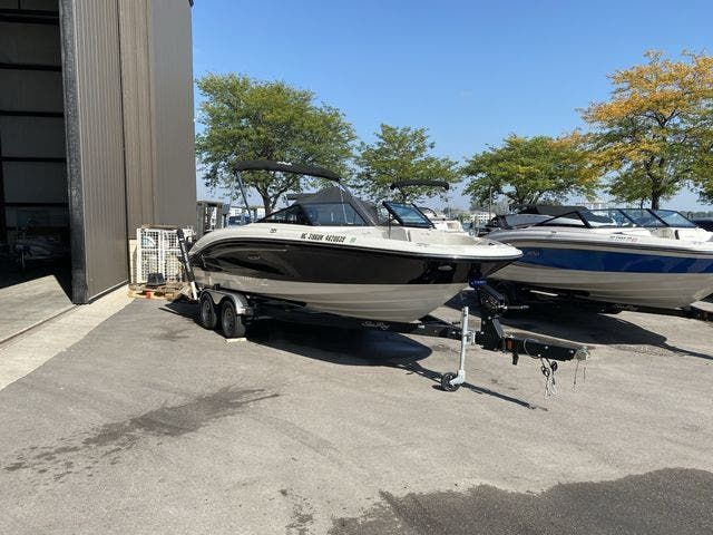 2021 Sea Ray boat for sale, model of the boat is 210SPX & Image # 1 of 13