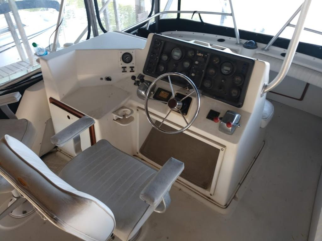 1989 Luhrs boat for sale, model of the boat is 342 & Image # 3 of 9