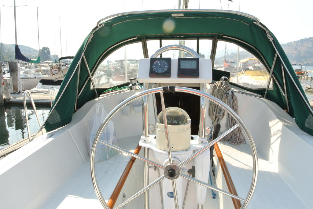 1998 Beneteau boat for sale, model of the boat is Oceanis 321 & Image # 4 of 18