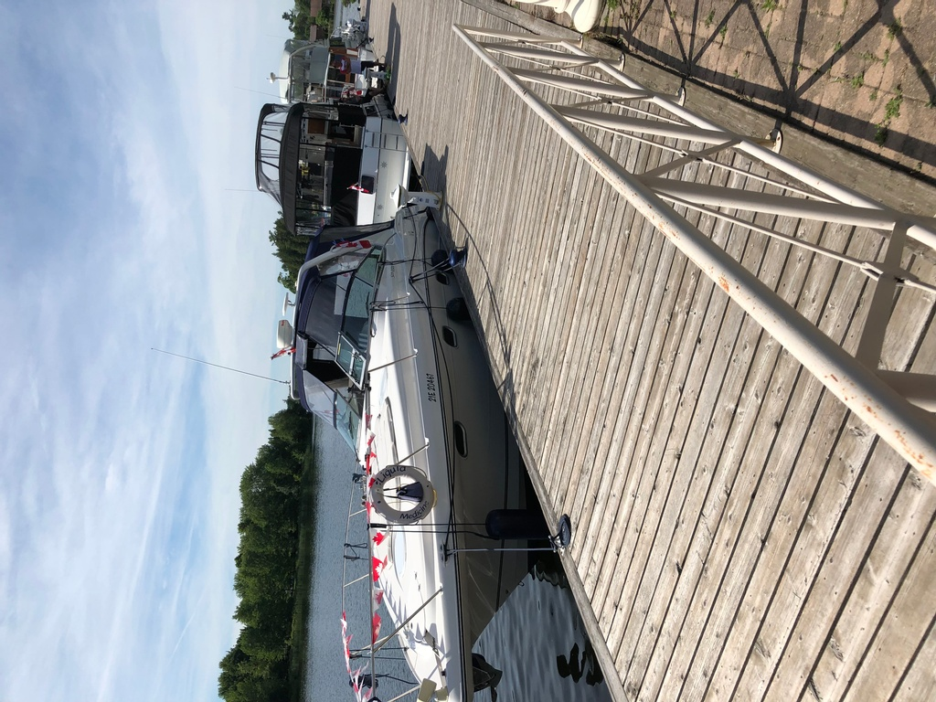 2001 Four Winns boat for sale, model of the boat is 328 Vusta & Image # 22 of 23