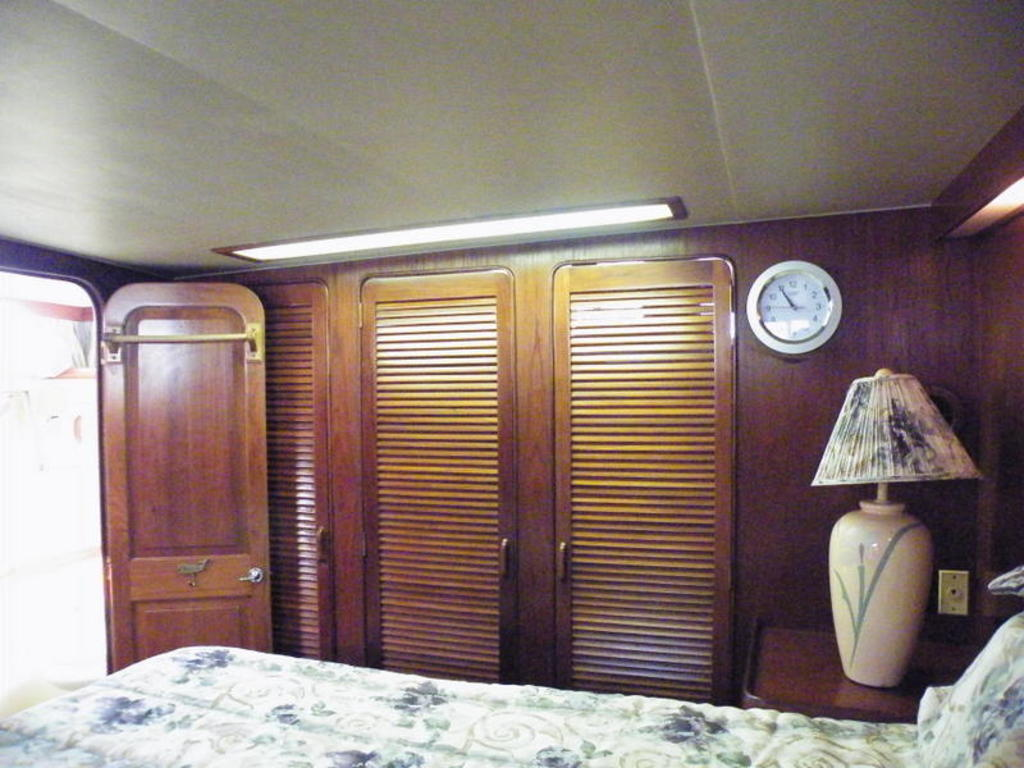 1987 Gulfstar boat for sale, model of the boat is cabin cruser & Image # 9 of 15