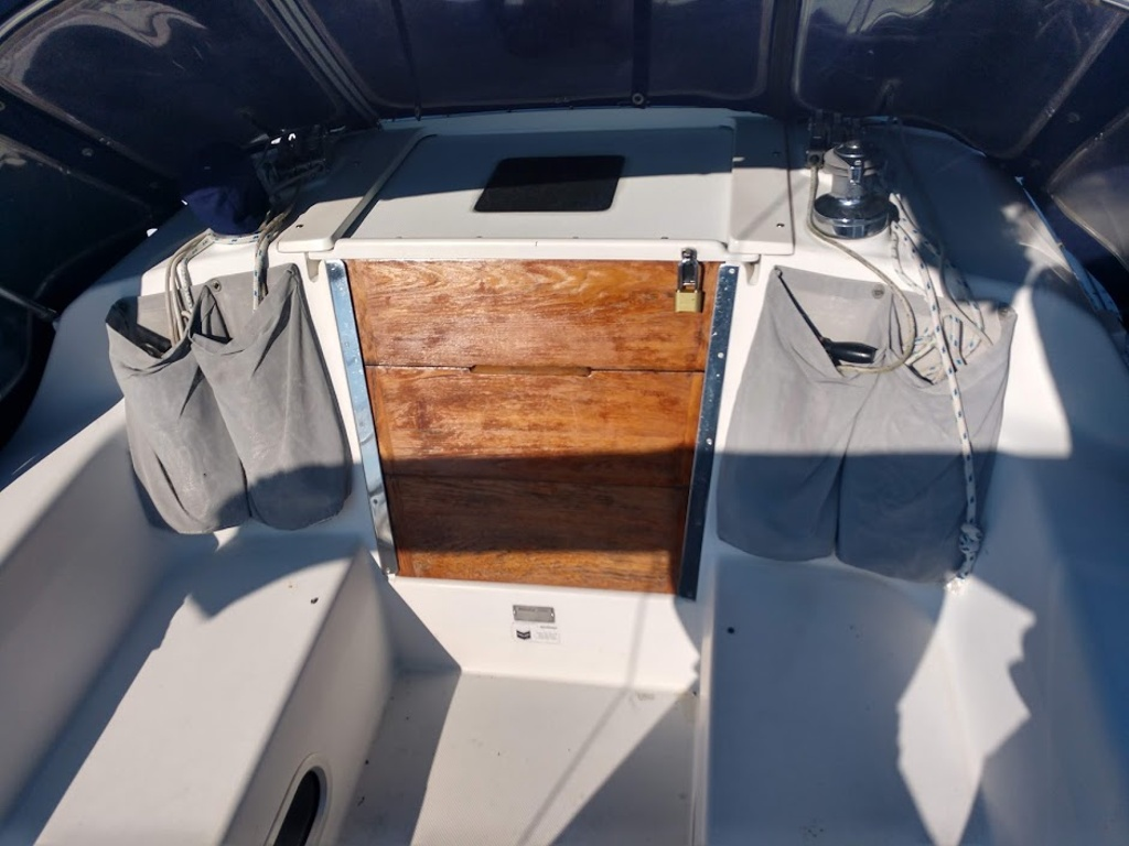 2000 Catalina Yachts boat for sale, model of the boat is 320 & Image # 11 of 12