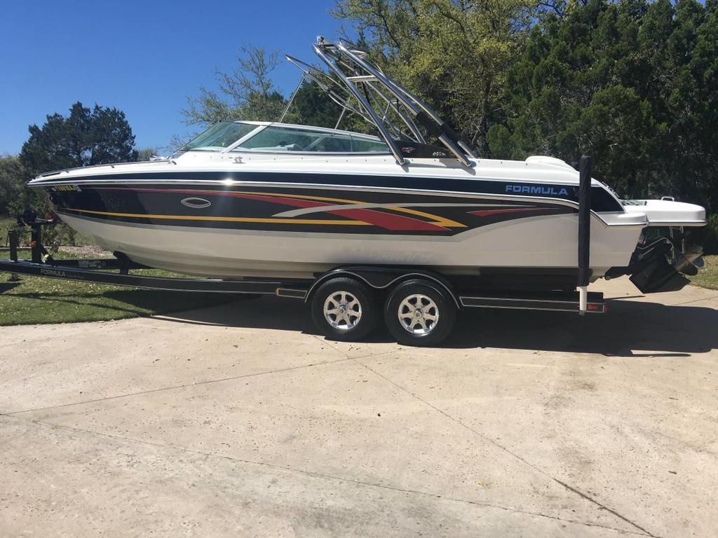 2007 Formula boat for sale, model of the boat is 260 BR & Image # 2 of 10
