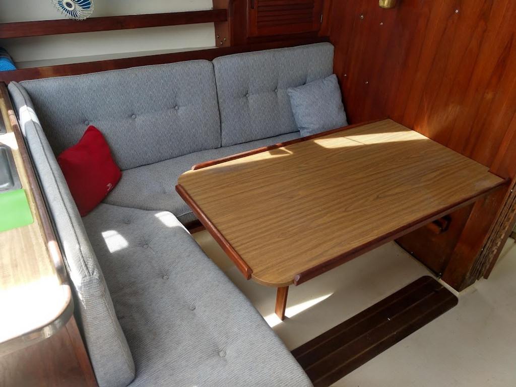 1984 Catalina Yachts Cruiser Series boat for sale, model of the boat is C-30 & Image # 7 of 11