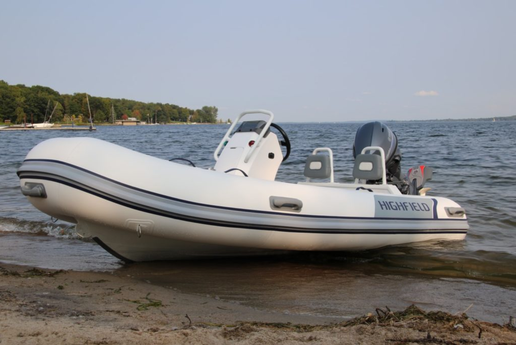 2018 Highfield boat for sale, model of the boat is Classic 360 Deluxe & Image # 2 of 7