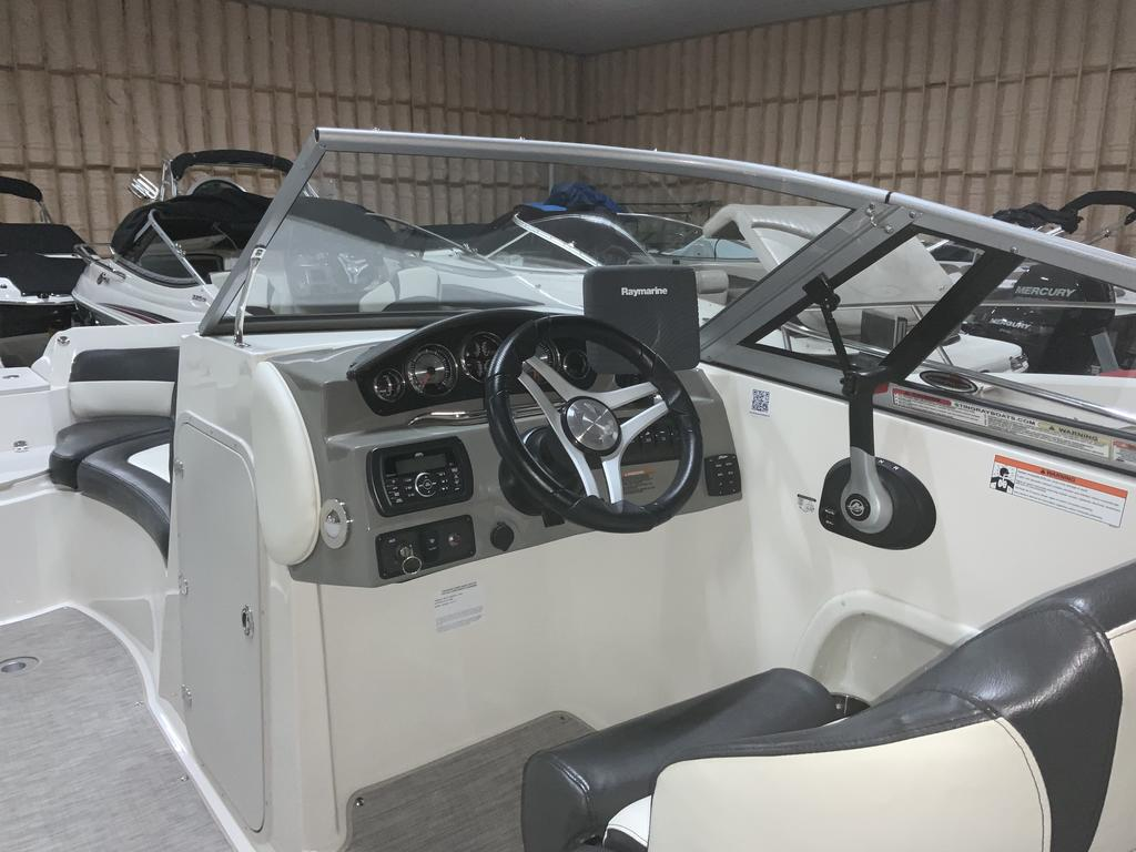 2017 Stingray boat for sale, model of the boat is 215 LR & Image # 3 of 13
