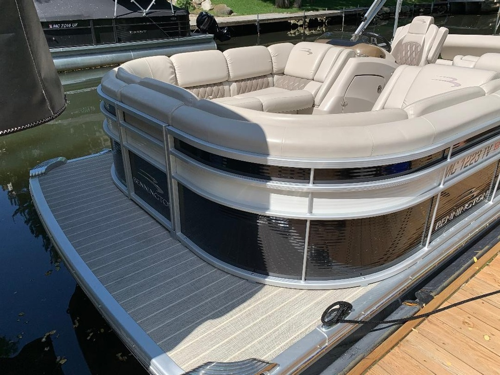 2016 Bennington boat for sale, model of the boat is 2375 RSB - R Series (Rear Swing Back) with Eliptical Sports Package (ESP) - SOLD & Image # 6 of 12