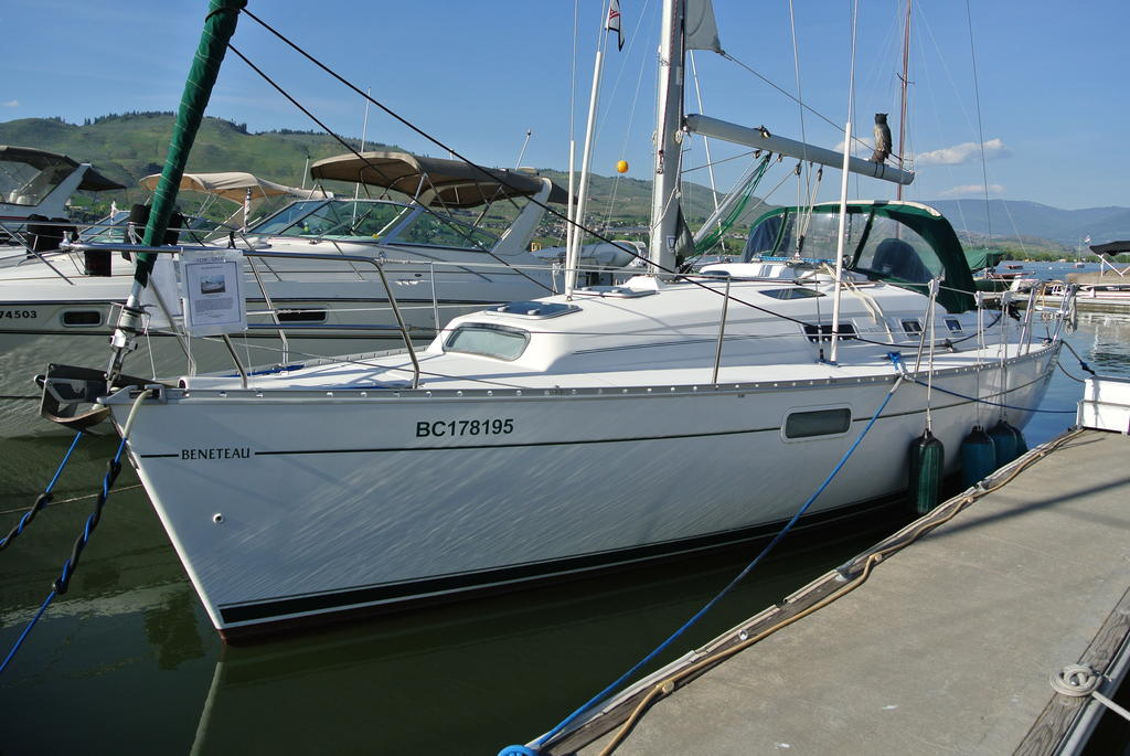 1998 Beneteau boat for sale, model of the boat is Oceanis 321 & Image # 2 of 18