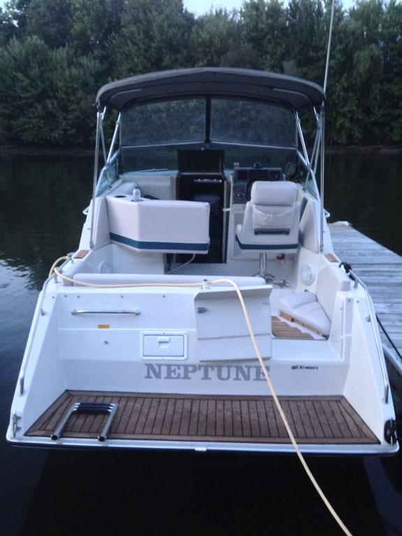 1990 Cruisers Yachts boat for sale, model of the boat is Holiday 2570 & Image # 4 of 7
