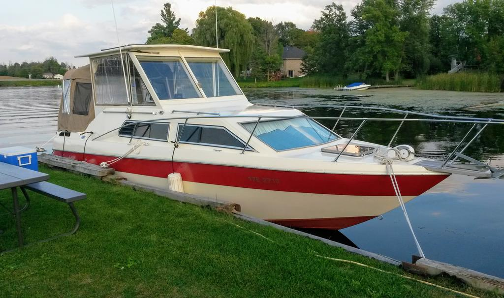 1985 Chris Craft boat for sale, model of the boat is 266 Scorpion & Image # 1 of 9