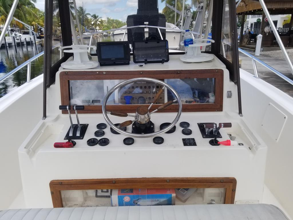 1985 Mako boat for sale, model of the boat is 284  CC Cuddy Cabin & Image # 11 of 15