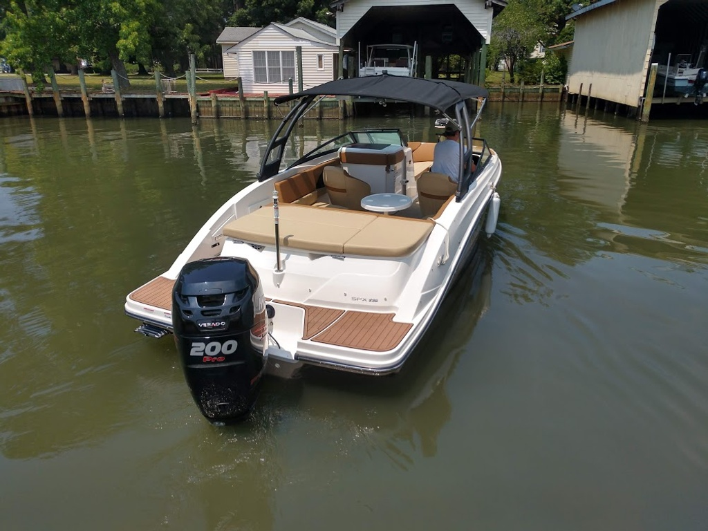 2018 Sea Ray boat for sale, model of the boat is 230 SPXO & Image # 2 of 12