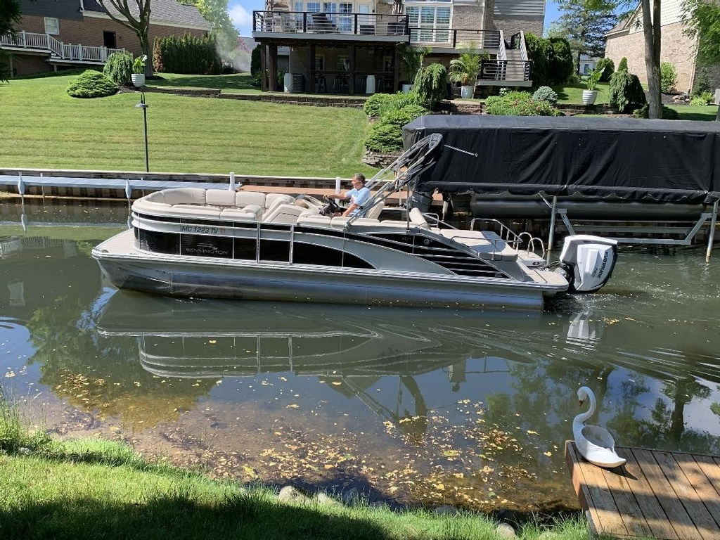 2016 Bennington boat for sale, model of the boat is 2375 RSB - R Series (Rear Swing Back) with Eliptical Sports Package (ESP) - SOLD & Image # 5 of 12