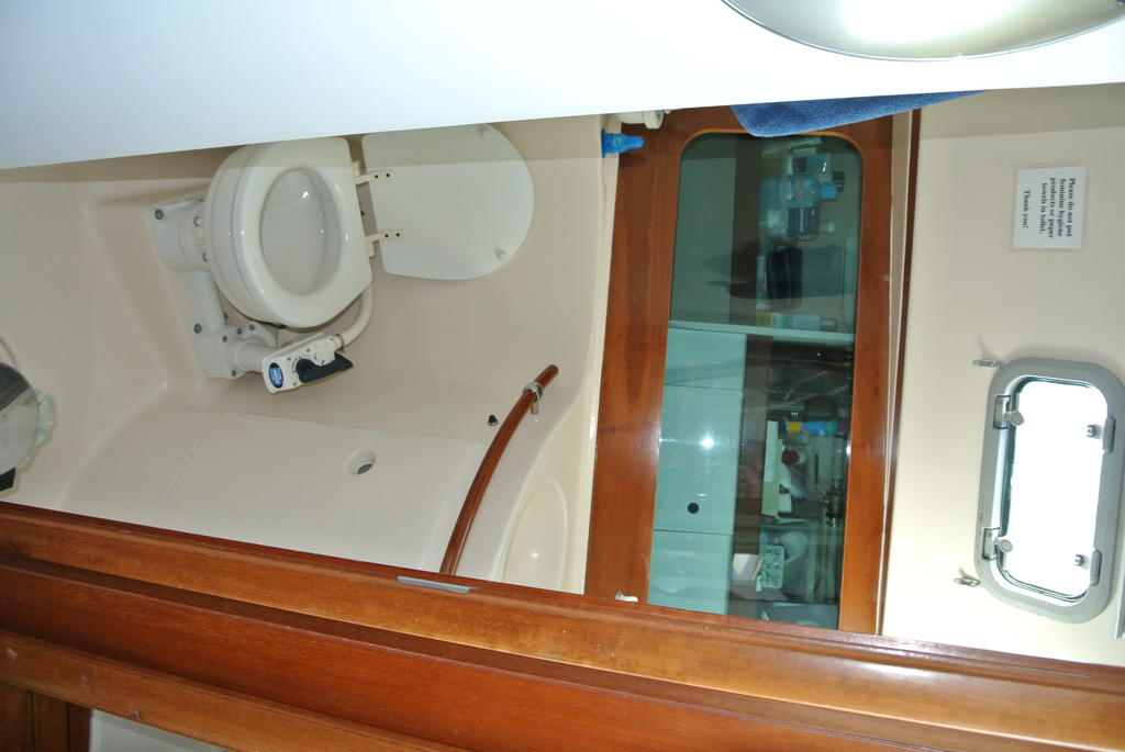 1998 Beneteau boat for sale, model of the boat is Oceanis 321 & Image # 17 of 18
