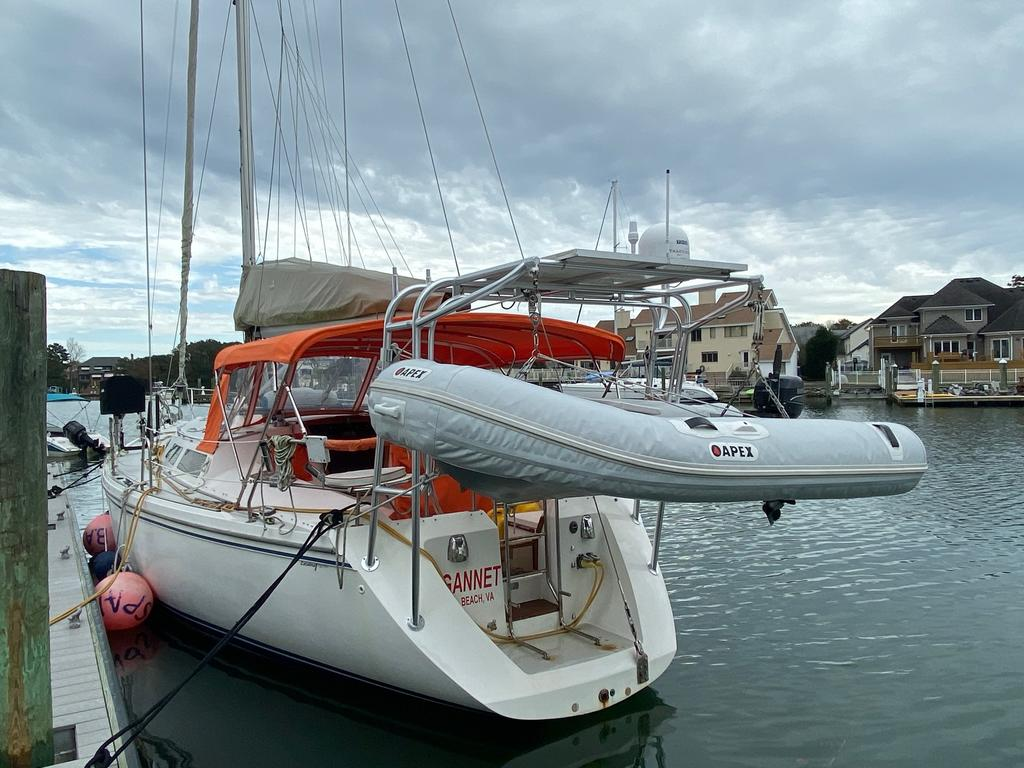 1993 Catalina Yachts Cruiser Series boat for sale, model of the boat is 42 & Image # 2 of 14