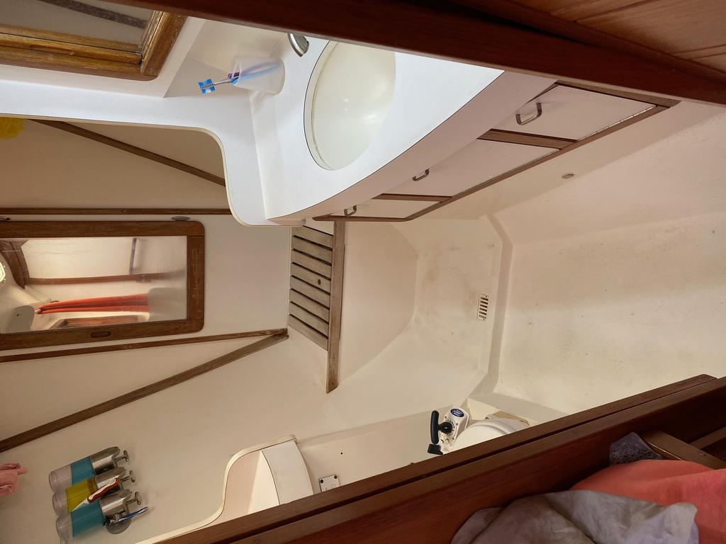 1993 Catalina Yachts Cruiser Series boat for sale, model of the boat is 42 & Image # 8 of 14