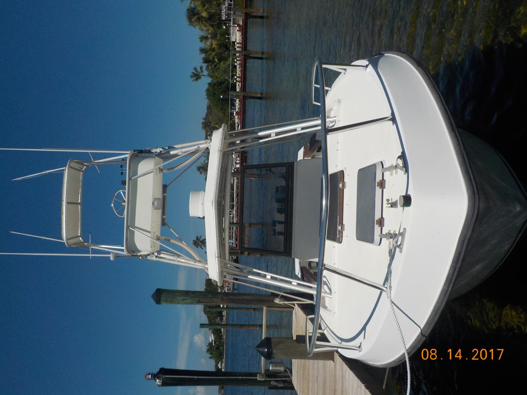 1985 Mako boat for sale, model of the boat is 284  CC Cuddy Cabin & Image # 3 of 15