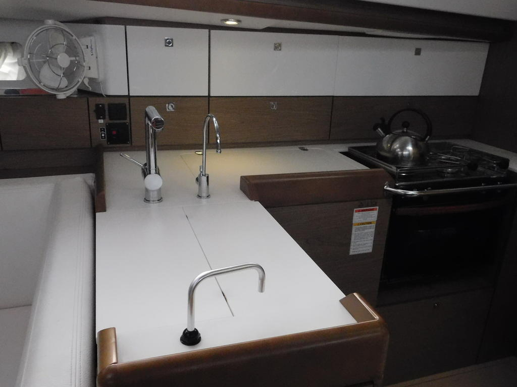 2012 Jeanneau boat for sale, model of the boat is SUN ODYSSEY 44DS & Image # 4 of 36